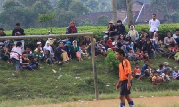 Ilustarasi Pertandingan Sepak Bola Desa / blogspot