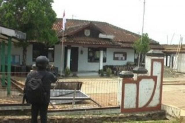 Tolak Pembangunan PLTU, Massa Rusak 2 Kantor Desa