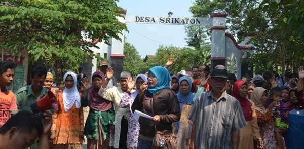 Warga Desa Protes Pengisian Perangkat Desa
