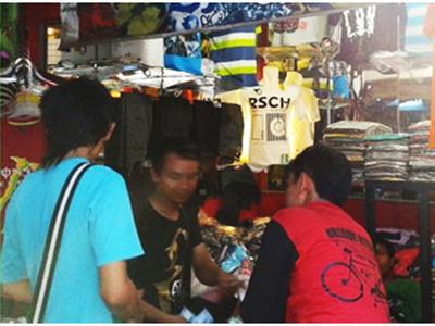 "Toko ""Maestro"" Pasar Kliwon Kudus Sediakan Busana Anak Muda"