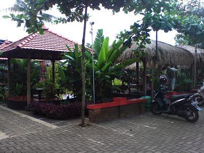 Menikmati Kuliner Keluarga Di Taman Kopi Mayong Jepara