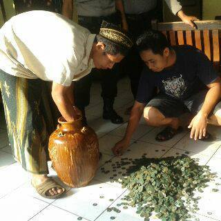 Guci Kuno Ditemukan , Gegerkan Desa Ngabul Jepara