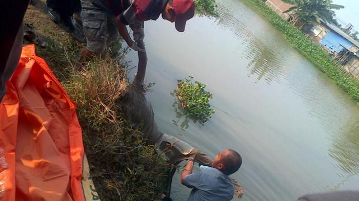 Mayat Mengapung di Sungai Jajar , Di Duga Orang Gila