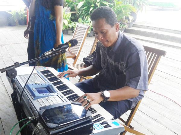 Bung Singgih Bermain Musik Kini Jadi Profesi