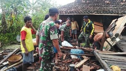 Di Demak Puluhan Rumah Di Terjang Angin Lesus