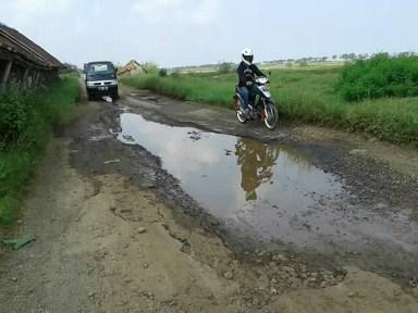 Hati- hati Jalan Raya Kedungmalang – Semat  Jepara  Ambles !!!!