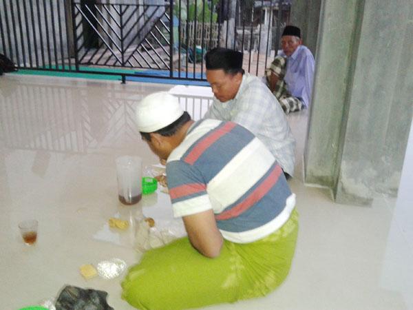 Tradisi Ngaji  dan Buka Bersama di Masjid Dan Musholla di Bulan Ramadhan