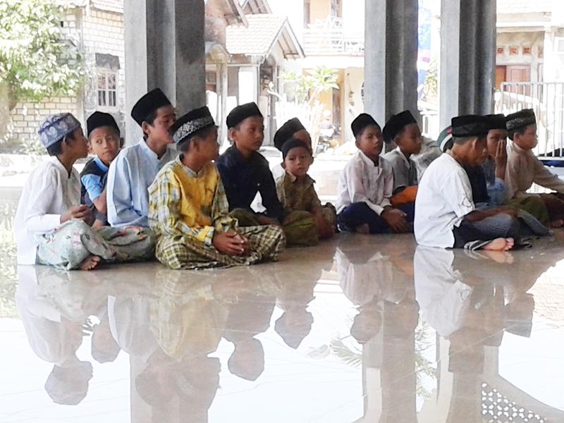 Santunan Yatama, Gembirakan Yatim di Bulan Suci Ramadhan