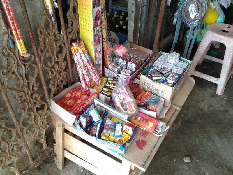 Petasan Dan Kembang Api Meriahkan Lebaran , Rejeki Bagi Pedagang Musiman