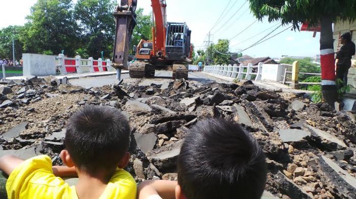 Jembatan Ploso Kudus Di Tutup, Ke Jepara Pemudik Cari Jalan Alternatif