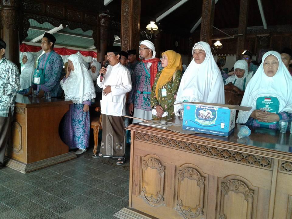 Jamaah Haji  Jepara Kloter 14 Diberangkatkan Dengan Kumandang Adzan