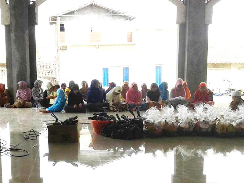 Kegembiraan  Yatama Di Yaumu Asyuro Di Masjid Jami' Baitul Makmur Kedungmutih
