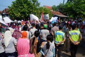 Lemburan Tak Di Bayar , Pekerja  Pabrik PT JIALE  Jepara  Rame-Rame Demo