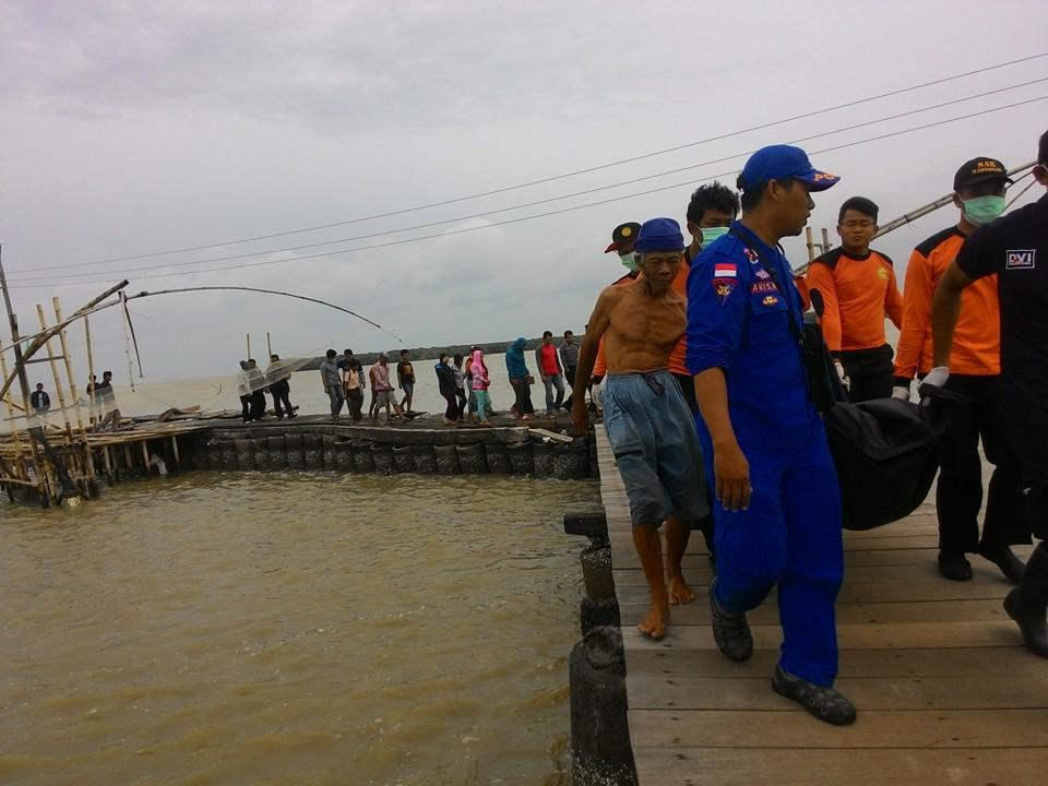 Mancing Di Semarang Terseret Ombak , Ditemukan Di Demak