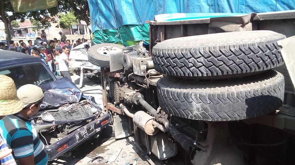 Kecelakaan Karambol di Gajah Demak Libatkan 4 Mobil
