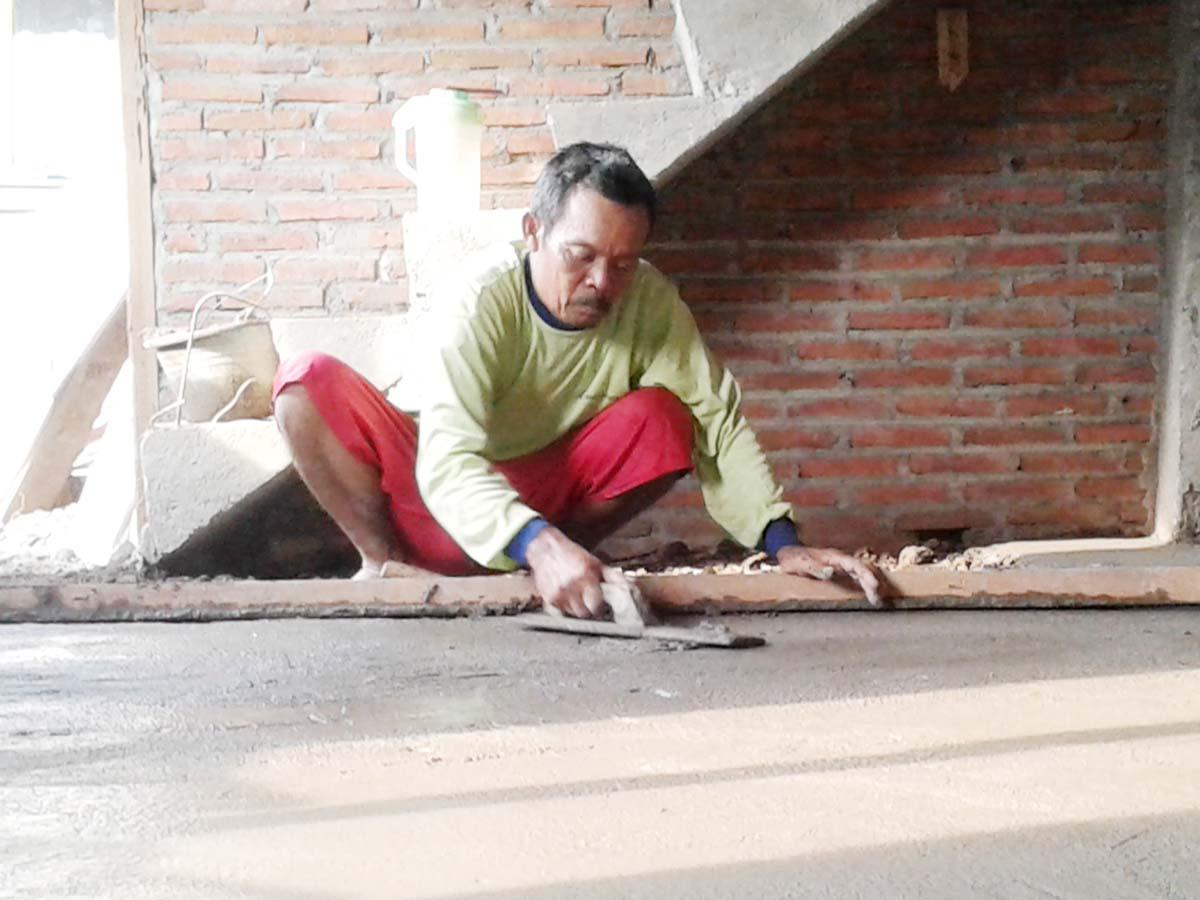 Pak Nasirin Meski Tukang Batu , Ia Pernah Terbang Ke Maluku