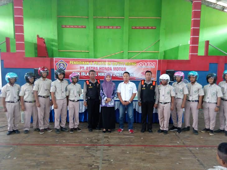 SMK Islam Al-Hikmah 2 Welahan Di Suluh Safety Riding