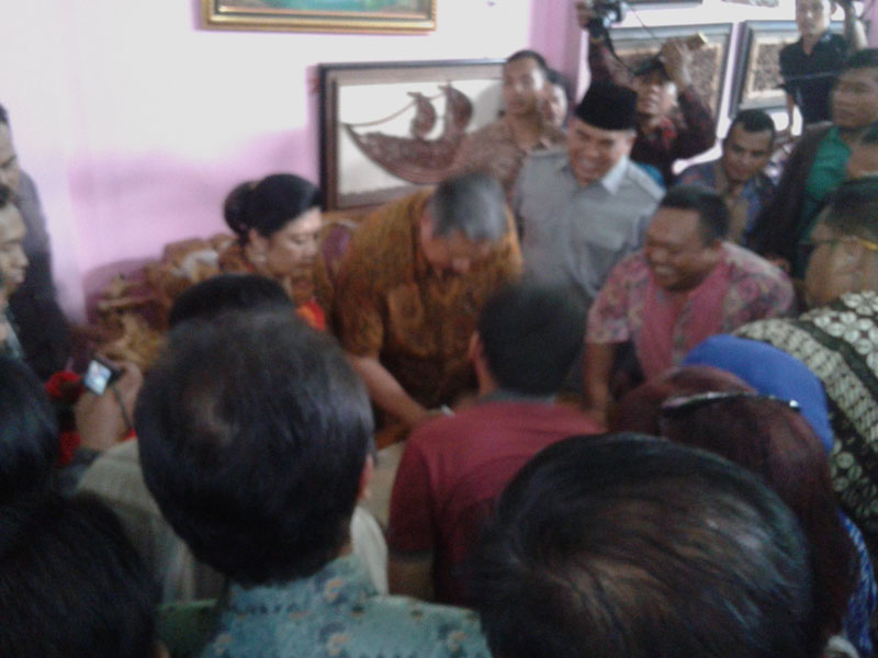 Terkesan Mebel Jepara  pak SBY dan Bu Ani Belanja Meja dan Kursi