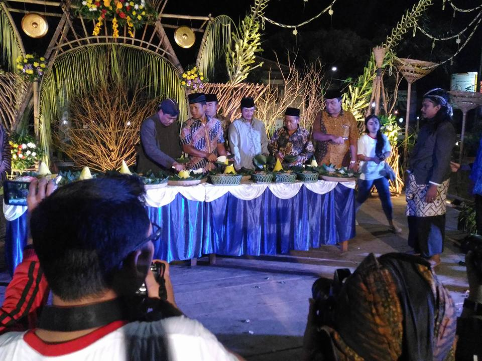 HUT Jepara , Selamatan Ratusan Tumpeng di Alon-alon Jepara