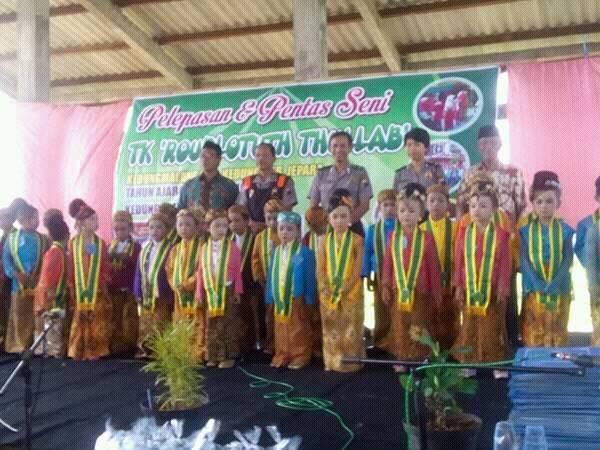 TK Roudlotuth Thullab Kedung Malang , Tutup Tahun Pelajaran Dengan Pentas Seni