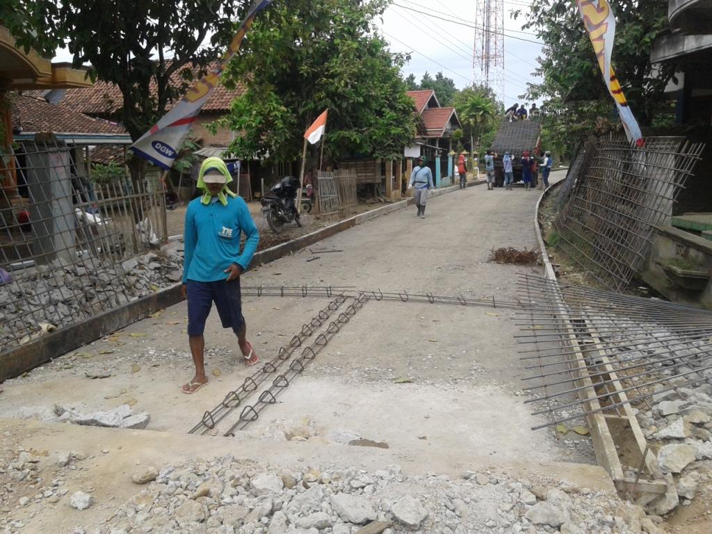 Hore !!!! Jalan Raya Desa Ujungpandan Jepara Di Beton Lagi