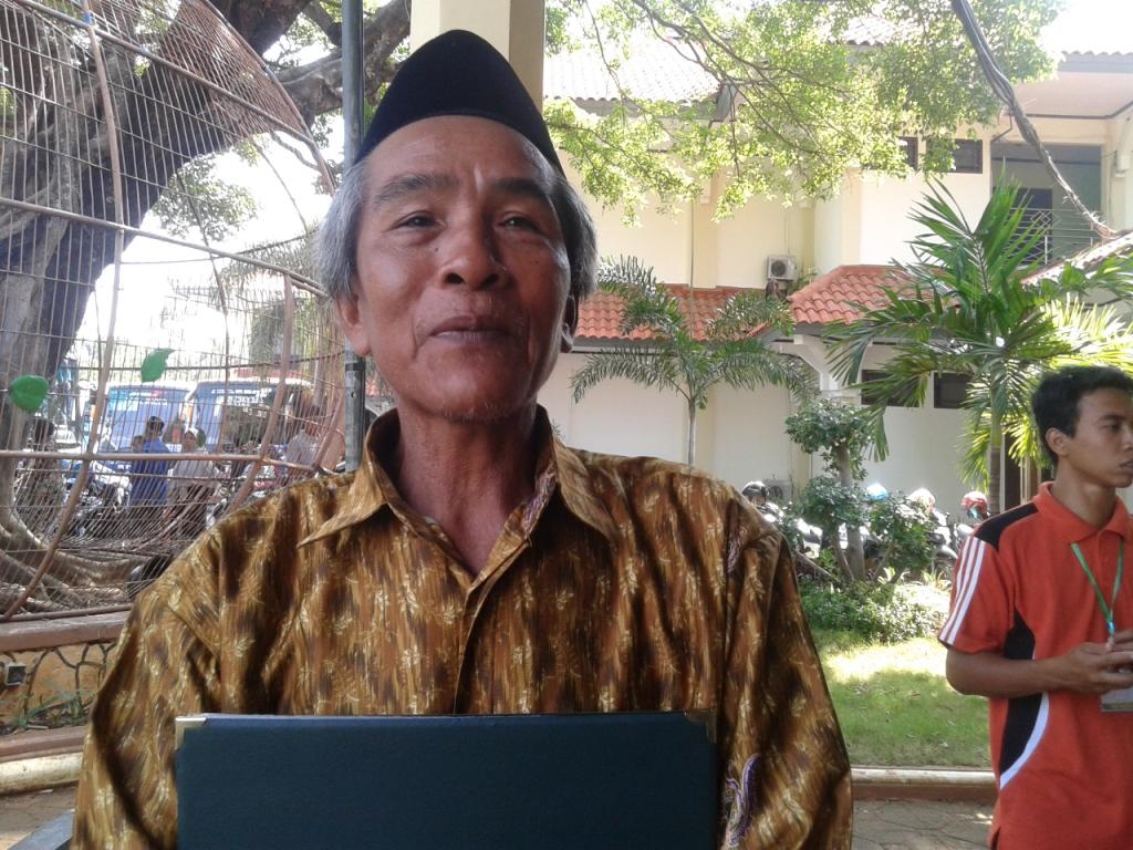 Zidni Kini Telah Pensiun dari  Penjaga SD , Gajinya Berawal Rp 12 Ribu