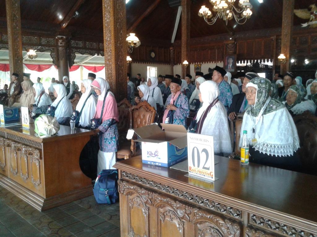 Calon Haji Kloter 65 dan 66 dari Jepara Diberangkatkan