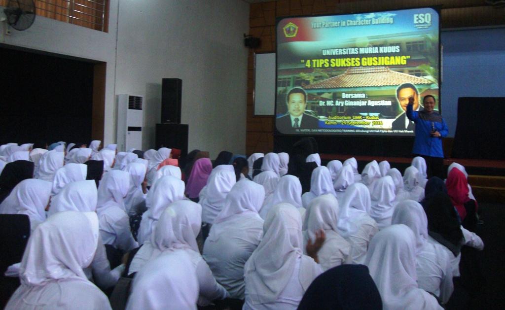 Ribuan Mahasiswa UMK Dapatkan Motivasi  Pendiri ESQ