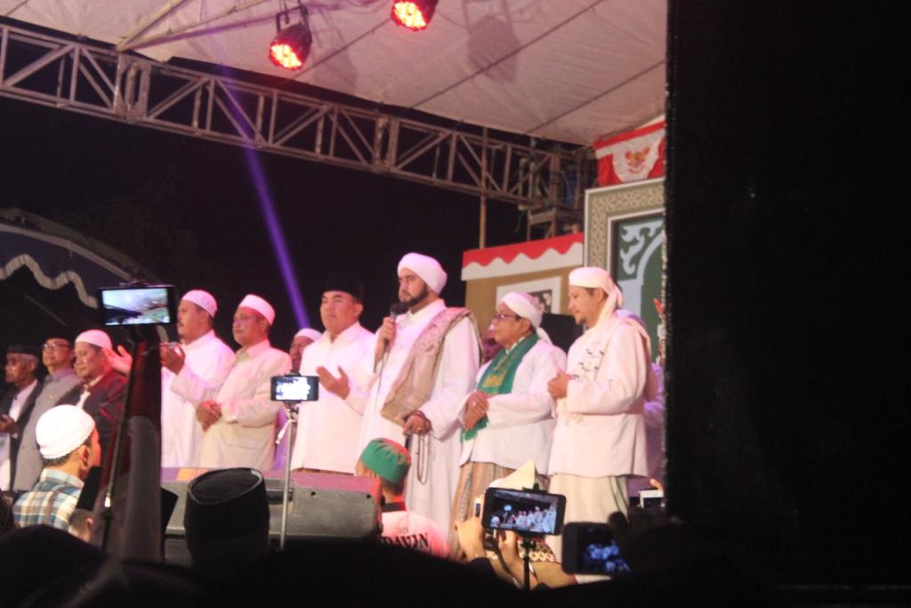 Tedunan Bersholawat Bersama Habib Syekh Banjir Pengunjung