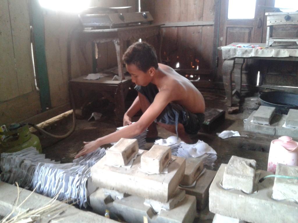Anak-anak Desa Karanganyar Jepara Mudah Cari Uang