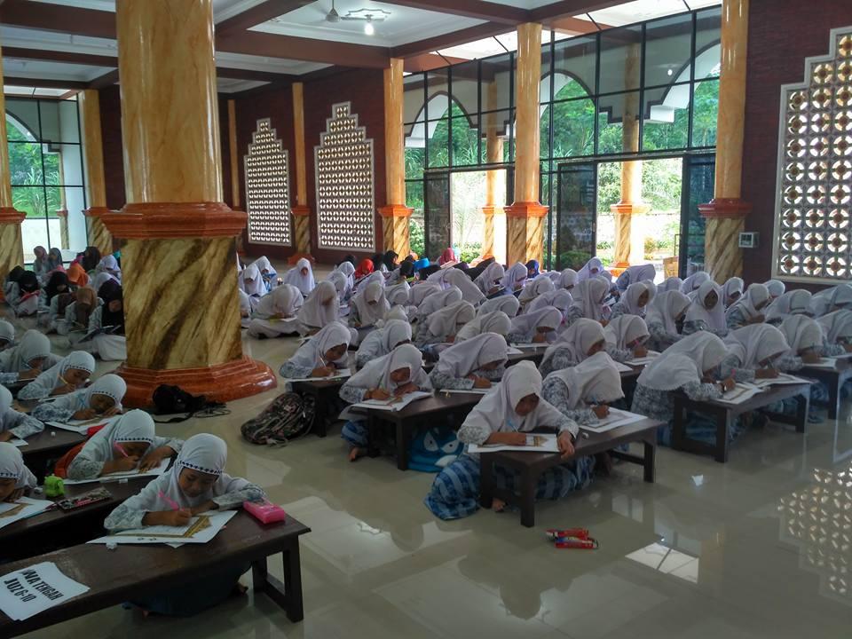 Hari Santri , Ada Penulisan Mushaf Al-Qur'an 30 Juz di Balekambang