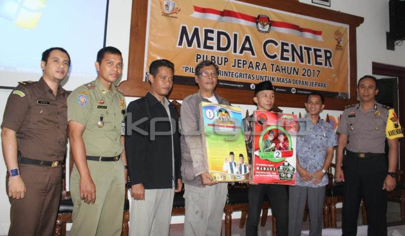 Asyik !!! Paslon Bupati Jepara Dapat Bahan Kampanye dari KPU Kabupaten