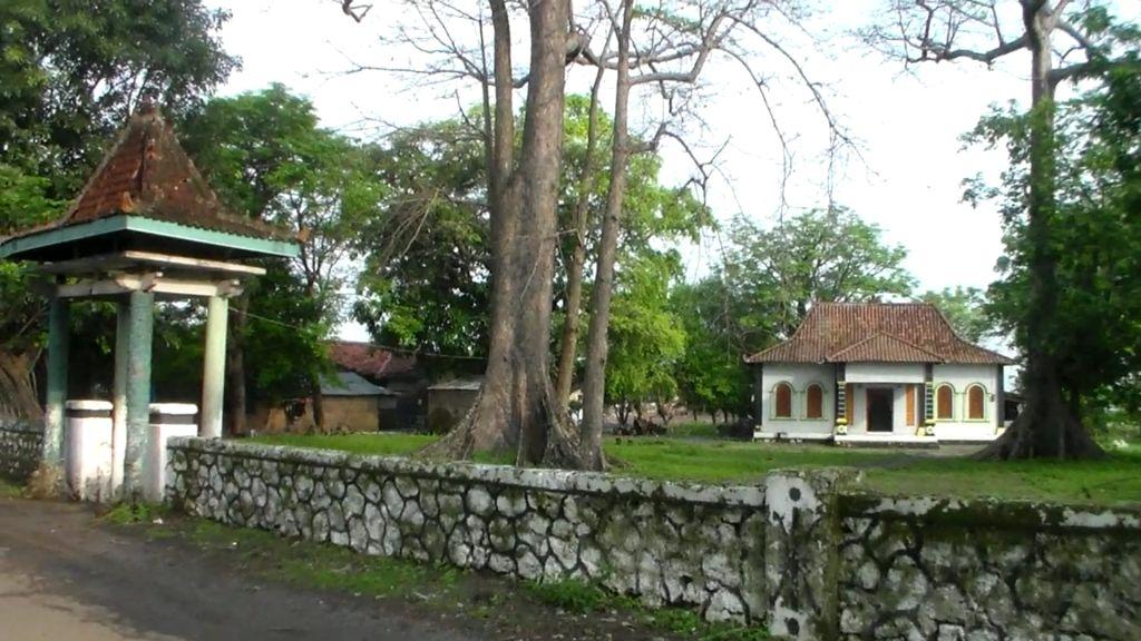 Pesareyan  Kedungmalang Jepara  , Butuh Fasilitas Pendukung Wisata Ziarah