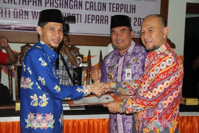 HORE !!!!  Marzuki – Dian Resmi  Sebagai Bupati Dan Wakil Bupati Jepara 2017-2022