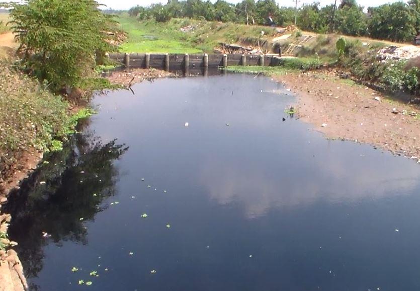 Waduh !!!! Air Sungai Di Karangrandu Menghitam dan Bau