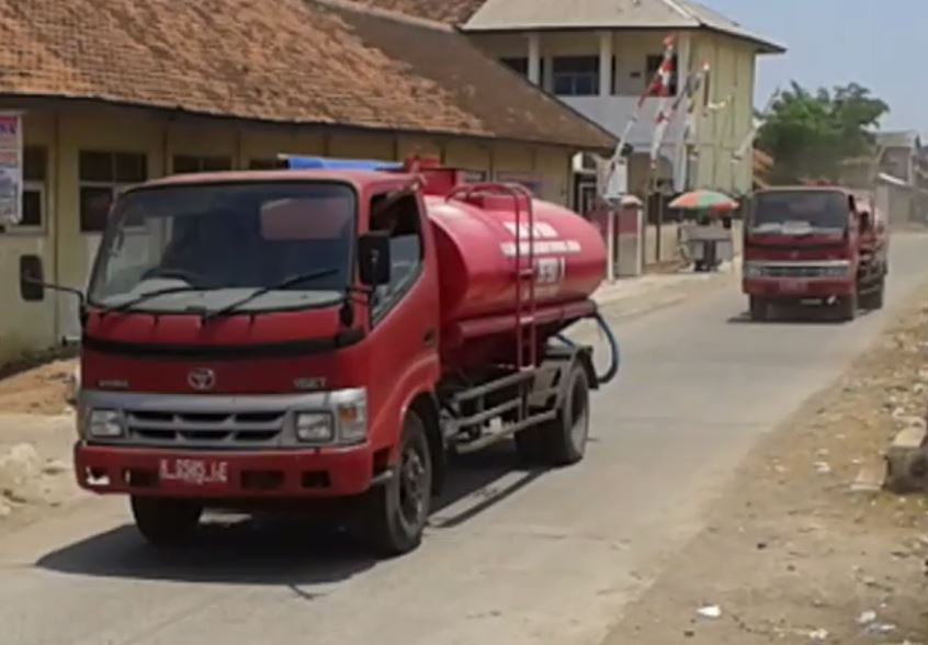 Warga Pesisir Wedung Mulai Kesulitan Air Bersih, Desa Babalan Dapat Droping Air Bersih dari BPBD Demak