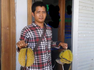 David Penjual Durian Musiman, Harga Mulai 10 Ribu – 100 Ribu