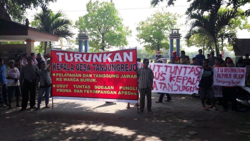 Kepala Desa Tanjung Rejo Kudus di Demo Warganya , Kena Apa Ya ?