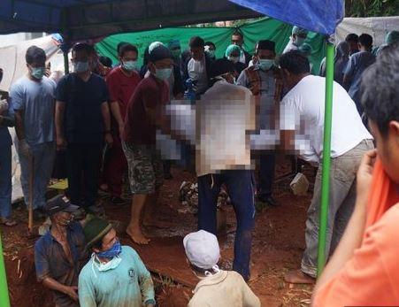 Gempar !!!! Ratusan Warga Saksikan Pembongkaran Makam KDRT Sowan Kidul