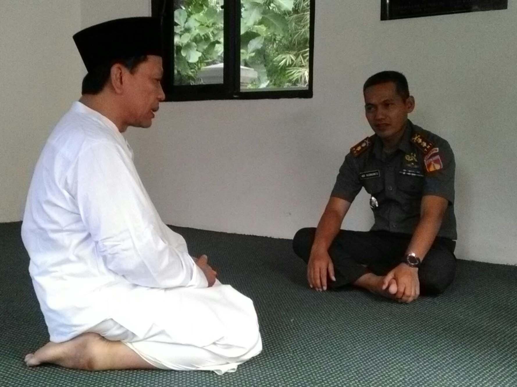 """Dandim 0716 Letkol Inf Abi Kusnianto """" Sowan"""" Ke Mbah Munif Pengasuh Ponpes Giri Kusumo"""