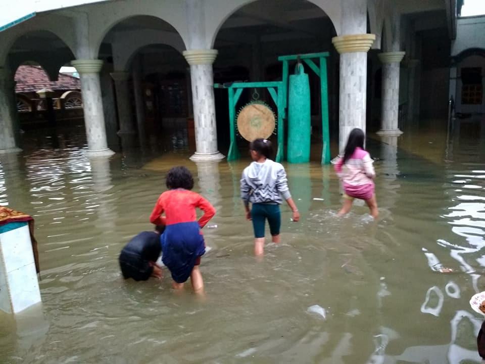 Rob Bandang Terjang Pantai Demak Jepara Ratusan Rumah Tergenang