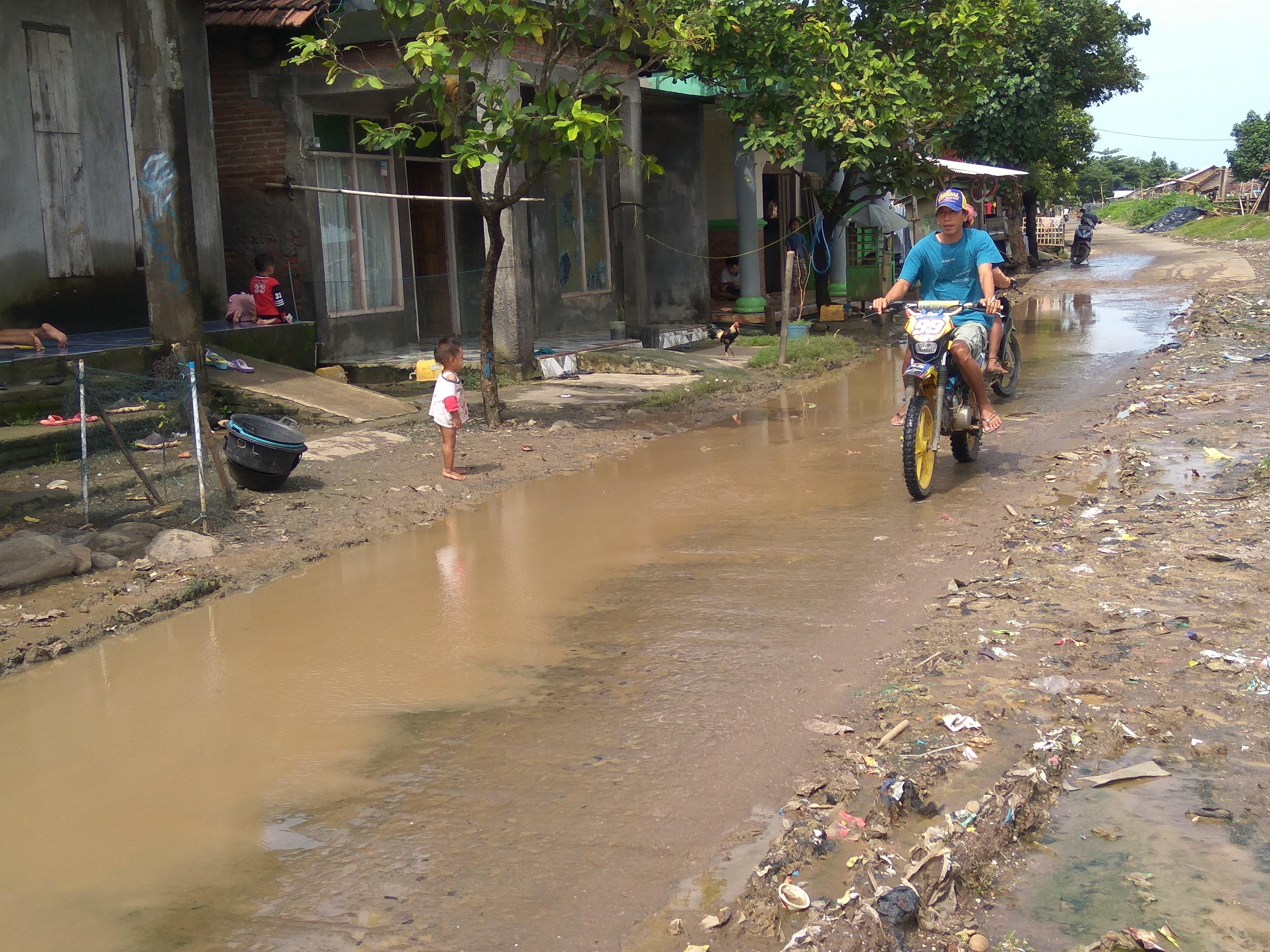 Jalan Kedungmutih-Kedung Karang Demak, Sempit dan Becek Jika Hujan
