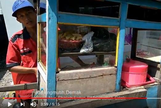 Nur Sholeh Lulusan SMK , Berwirausaha Jualan Cilok Lok Ciloooook