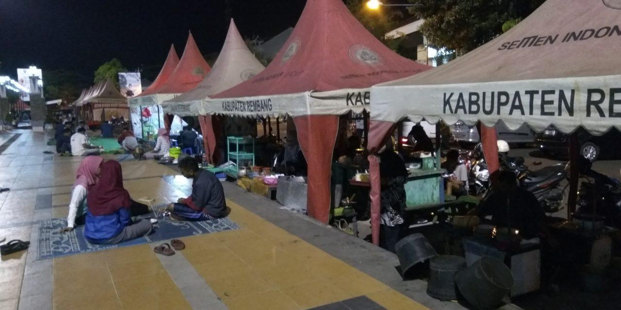 Jalan jalan , Nikmatnya Makan Malam di Alun- Alun Rembang
