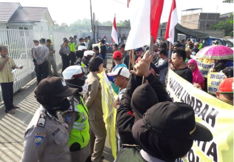 Sampaikan Aspirasi Warga Sengonbugel Geruduk PT Sami JF Mayong