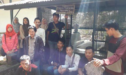 Mahasiswa STIBI Syekh Jangkung Kunjungi Makam Trah Tjondronegaran