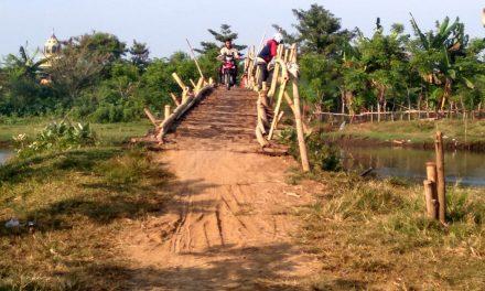 Warga Desa Tedunan Demak Masih Gunakan Jembatan Darurat,  Dan Bayar Rp 2.000 PP