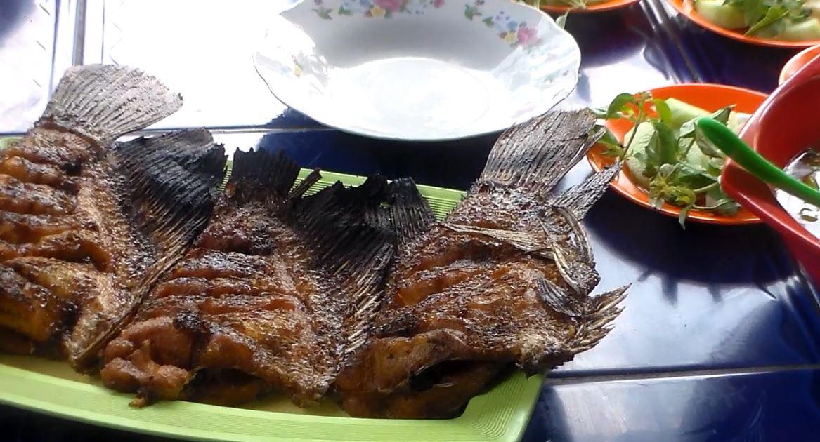 Kuliner Jepara , Warung Makan Kalinyamatan Jepara  Spesial Ikan Tawar