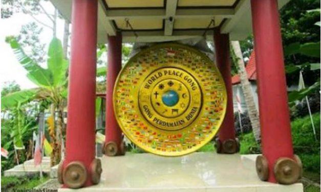 """Ini Dia """"Gong Perdamaian Dunia"""" Desa Plajan Yang Mendunia"""