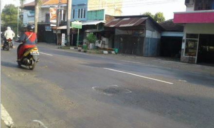 Jalan Rusak  Salah satu Penyebab Kecelakaan Lalu Lintas   Di Jepara